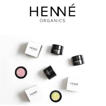 Bilde av leppepomade og leppeskrubb fra Henne Organics.