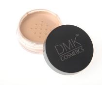 DMKC HD Pudder i fargen Dark Translucent